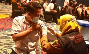Vaksin Serentak Karyawan Luminor Hotel Sidoarjo